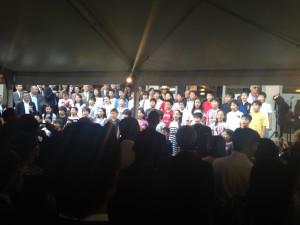 本村小学校5年生による両国国歌斉唱